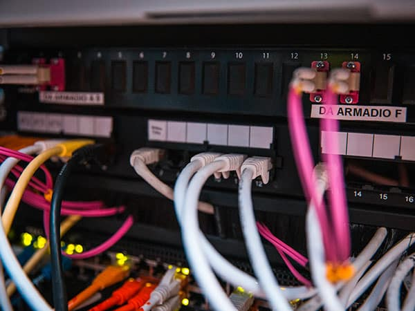 cablaggio-strutturato-per-la-fibra-ottica-per-rete-telefonica